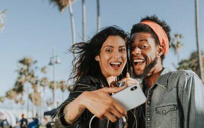 Expertos advierten a jóvenes sobre el peligro de subir una selfie estas vacaciones