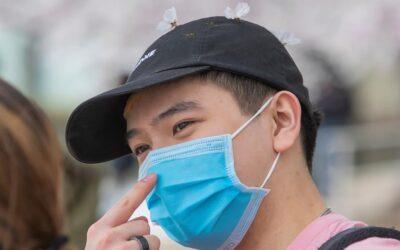 Personas completamente vacunadas no necesitarán usar mascarillas en la mayoría de los lugares de EEUU, según los CDC