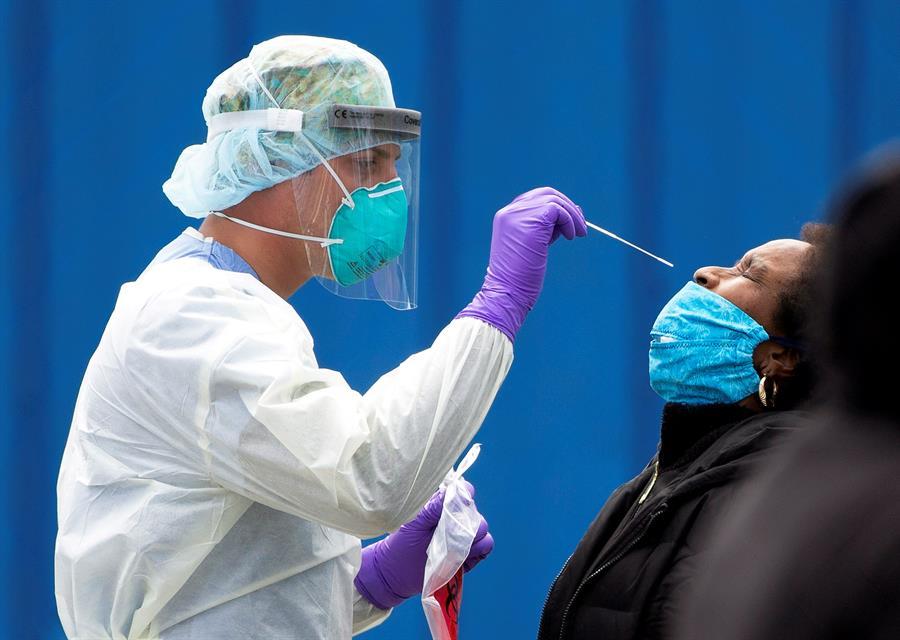 Brote de COVID-19 en Massachusetts infectó principalmente a los vacunados, según estudio de los CDC