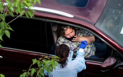 Autoridades advierten que no se puede renunciar a las pruebas pese a vacunación