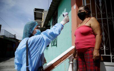 """Médico salvadoreño denuncia """"que no existe ningún plan"""" de salud en su país"""