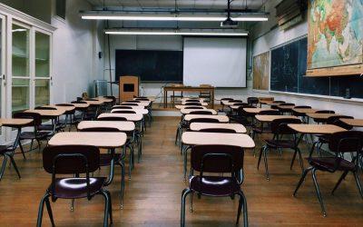Sistema educativo público se enfrenta a más recortes por COVID-19