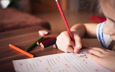 Distrito escolar de NY y LA tendrán clases presenciales en otoño