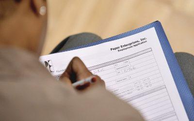 Solicitud del beneficio de desempleo cae a 730 mil en EEUU