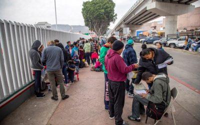 Las demoras preocupan a los solicitantes de asilo que esperan en México