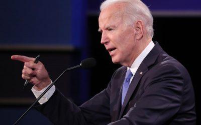 """Biden tras recorrer un centro de vacunación en Texas: """"No es el momento de relajarse"""""""