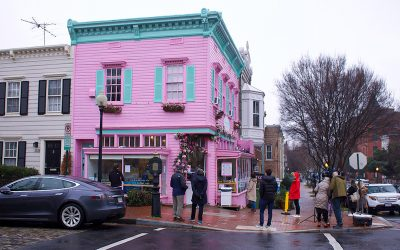 La primera visita de Biden a un negocio pequeño fue a una tienda con cofundadora latina