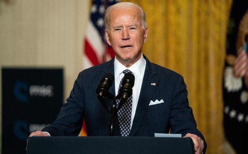 Biden ordena que las banderas ondeen a media asta para honrar a las víctimas del tiroteo en Atlanta