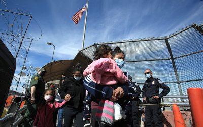 EE. UU. intensifica expulsiones de inmigrantes que cruzan desde México