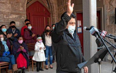 Migrante guatemalteco recibe indulto de ICE luego de tres años viviendo en una iglesia de Massachusetts
