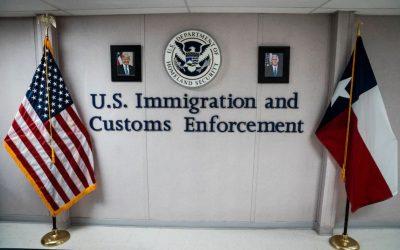 ICE y una comunidad fronteriza discuten sobre cómo se libera a los detenidos con COVID-19