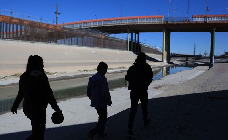 Decenas de migrantes venezolanos cruzaron a Texas por el río Bravo (+video)
