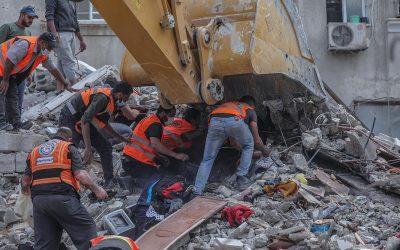 Ataques aéreos israelíes matan a 42 personas en Gaza