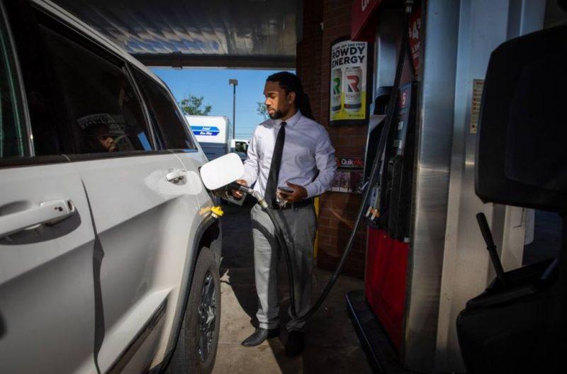 Suben los precios de la gasolina en medio de un aumento de la demanda