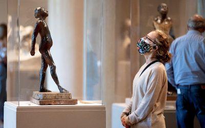 Museos de DC reabren sus puertas y Jill Biden lo celebra con una visita al Smithsonian