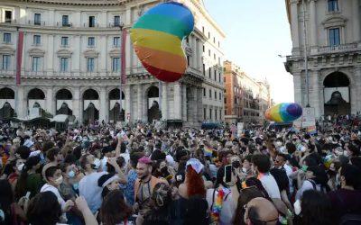Papa Francisco felicita a sacerdote estadounidense por su ministerio con la comunidad LGBTQ