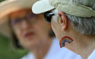 Marchando por el Orgullo, jubilados recuerdan una época en la que ser gay estaba prohibido