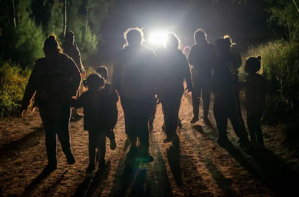¿Son los inmigrantes responsables del repunte de casos de COVID-19 en EEUU?