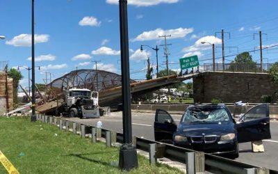 Puente peatonal se derrumbó en la autopista de DC