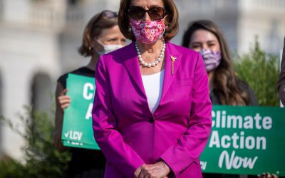 Pelosi llama imbécil a McCarthy por oponerse a mandato de los CDC sobre mascarillas