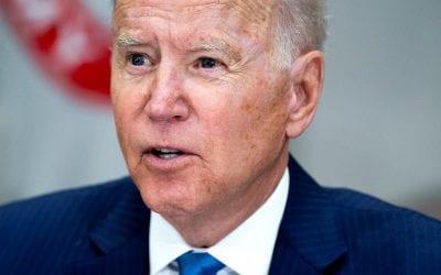 """Biden pronuncia discurso sobre el derecho al voto y critica arduamente la """"gran mentira"""" de Trump"""