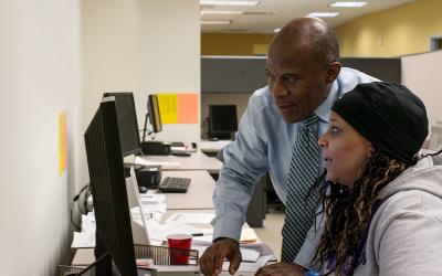Un programa empodera a los bostonianos a tomar el control de sus finanzas