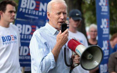La oferta de Biden: $100 para los que se vacunen y ayuden a vencer al virus