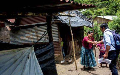 Un abogado motorizado busca en los rincones más remotos de Guatemala para reunificar a las familias migrantes separadas por EEUU
