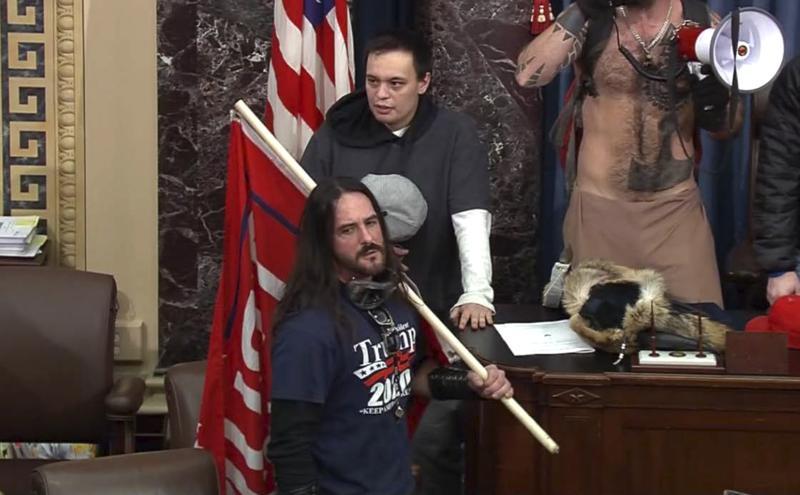 Emiten primera sentencia de prisión por 8 meses para asaltante del Capitolio