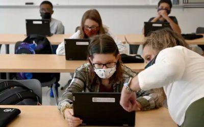 Los estudiantes vacunados podrán asistir a clases sin mascarillas en otoño