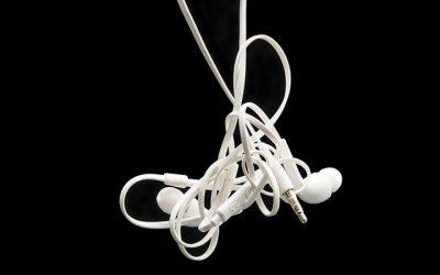 Por qué los cables se enredan todo el tiempo (según la ciencia)