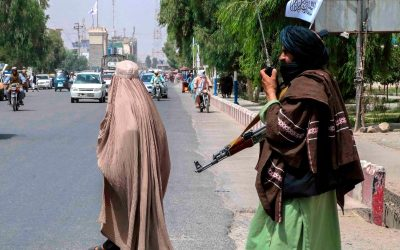 Talibanes aseguran que las mujeres podrán estudiar en universidades segregadas por género