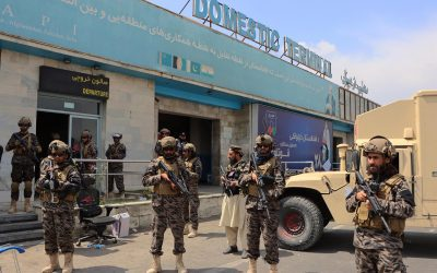 Talibanes toman el aeropuerto de Kabul tras retirada final de tropas estadounidenses