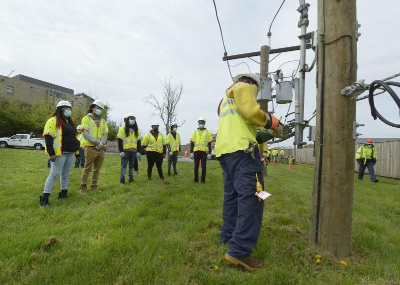 Pepco, al igual que otras compañías en la ciudad, tiene programas de entrenamiento laboral para los residentes de Washington DC