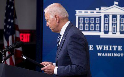 Aprobación de la gestión Biden cae al 44% en medio de amplias críticas sobre Afganistán