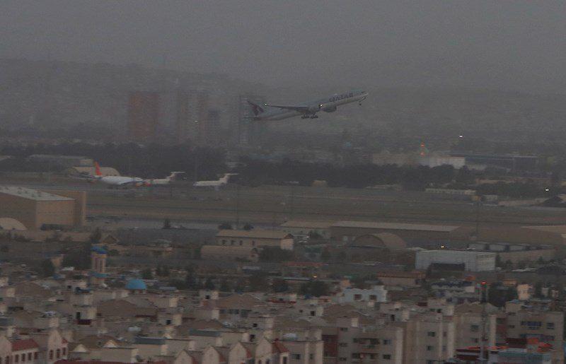 Vuelos humanitarios de Qatar Airways salen de Kabul