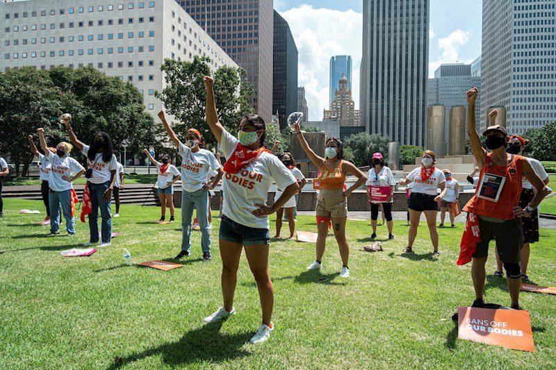 Activistas protestan en Texas contra la ley que restringe el aborto