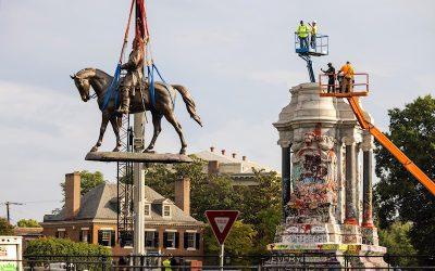 Virginia retira monumento confederado de Robert E. Lee de avenida en Richmond