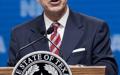 Biden dijo que los Agentes Fronterizos 'pagarían' por su trato a los Migrantes Haitianos. El gobernador de Texas, Abbot, les ofreció empleos.