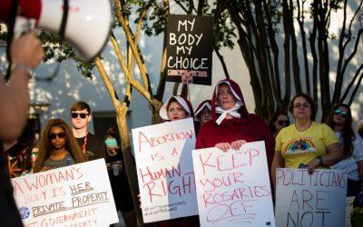 Departamento de Justicia pide a un juez federal que bloquee la ley de aborto de Texas