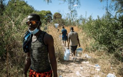 El Tiempo Político: La crisis migratoria en Texas desborda el puente internacional Del Río