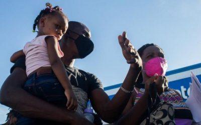 """""""Salí de Chile, pasé por Perú, Ecuador, Colombia y Panamá…"""": la difícil ruta latinoamericana de los haitianos que lograron ser admitidos en Estados Unidos"""