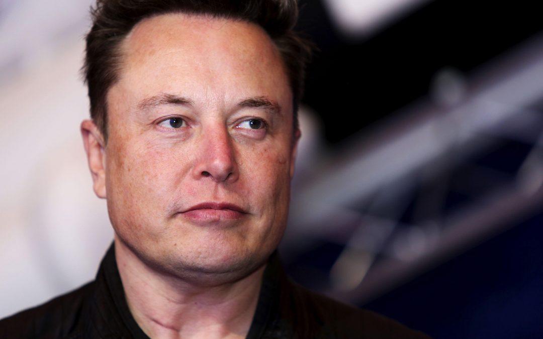 El gobierno ayudó a Tesla a desarrollar los autos eléctricos. Ahora está ayudando a Detroit, y a Elon Musk no le gusta.