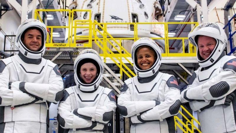 SpaceX: los 4 astronautas amateurs que partieron al espacio en una misión pionera
