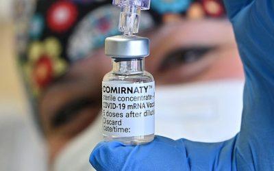 """El director de Pfizer califica de """"muy buena"""" la decisión de los CDC sobre las vacunas de refuerzo"""