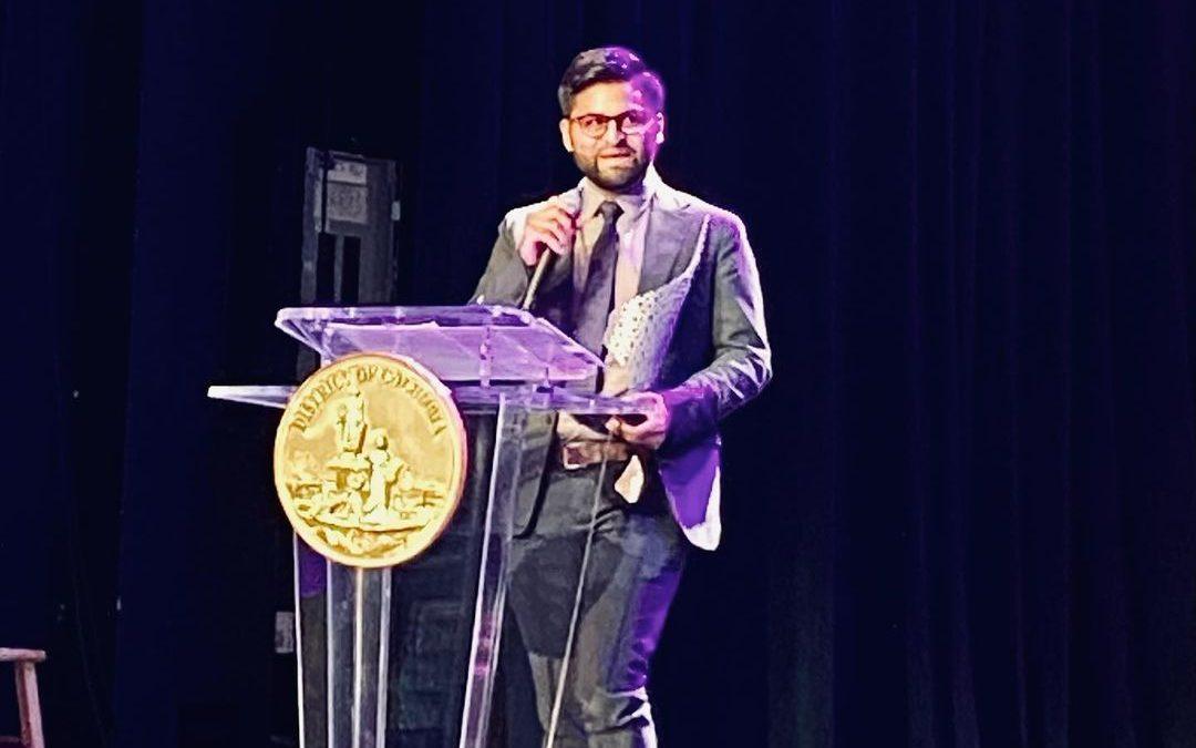 Hondureño ganó premio Excelencia a la Humanidad que entrega DC