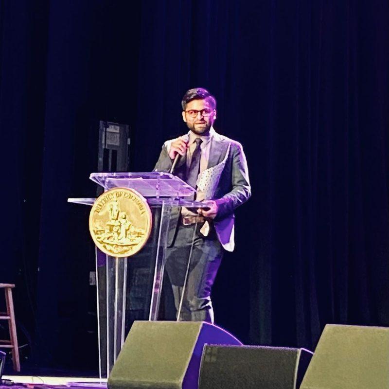 Osman Milla recibe premio de las Artes de DC