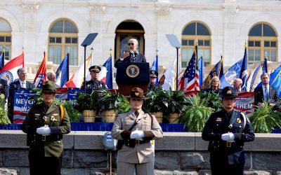 """Biden: """"Ser policía hoy en día es más difícil que nunca"""""""