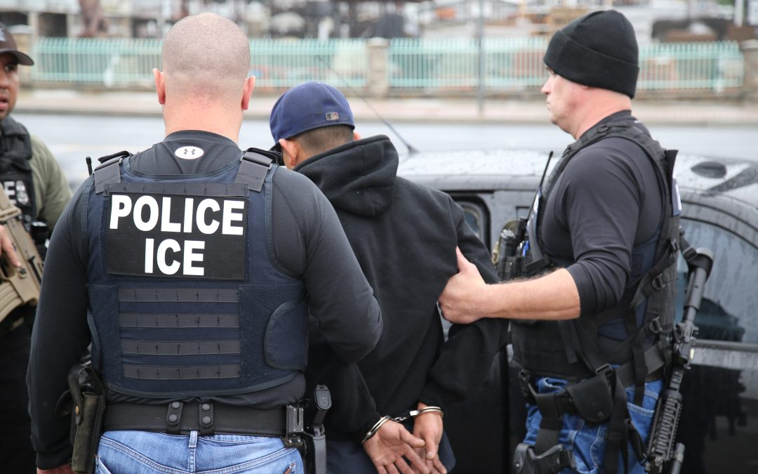 Autoridades de inmigración pondrán fin a las redadas en sitios de trabajo