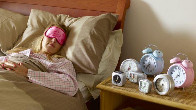 Los enormes beneficios de las siestas cortas (y cómo aprender a hacerlas sin despertarnos de mal humor)